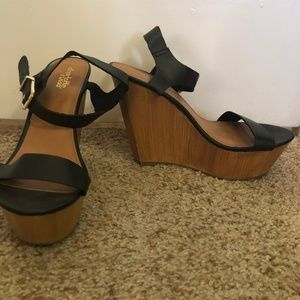 Black and wood wedges